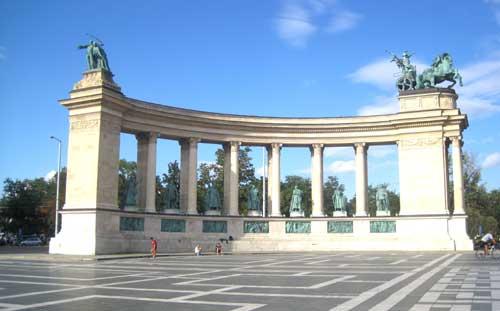 Hjaltarnas-Torg-Budapest