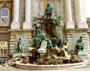 Budapest slott har många fina statyer & konstverk